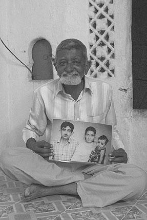 Профессор Бакир Али в старости, он же в молодости с женой и маленькой дочкой.
