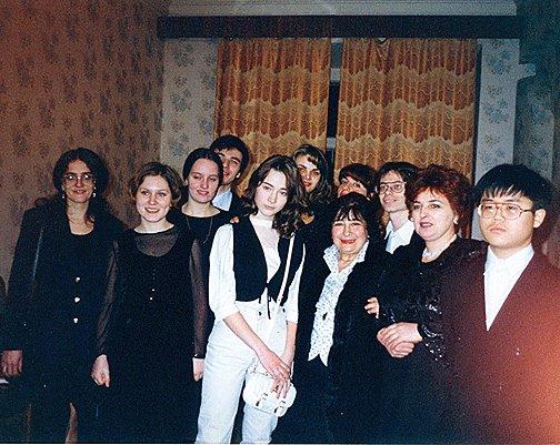 В артистической Малого зала консерватории (класс профессора Марины Яшвили). Конец 1990-х