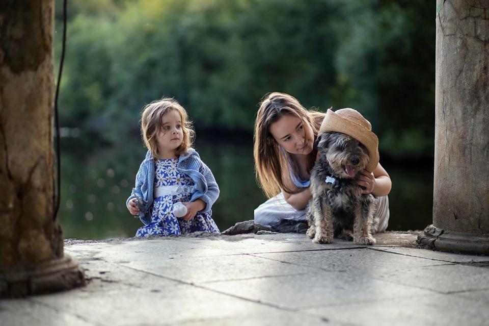 """С дочкой \""""М\"""" и псом Филом. Август 2019, фото Оксаны Белорус"""