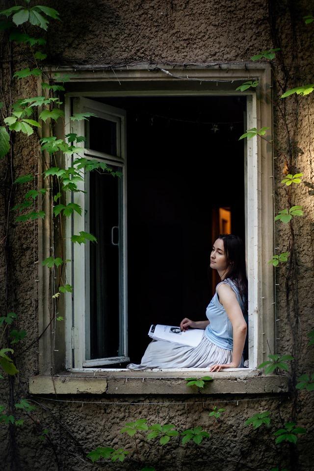 """На даче со страницами книги \\\\\\\""""Бесконечно дорогие часы поиска\\\\\\\"""". Август 2019. Фото Оксаны Белорус"""